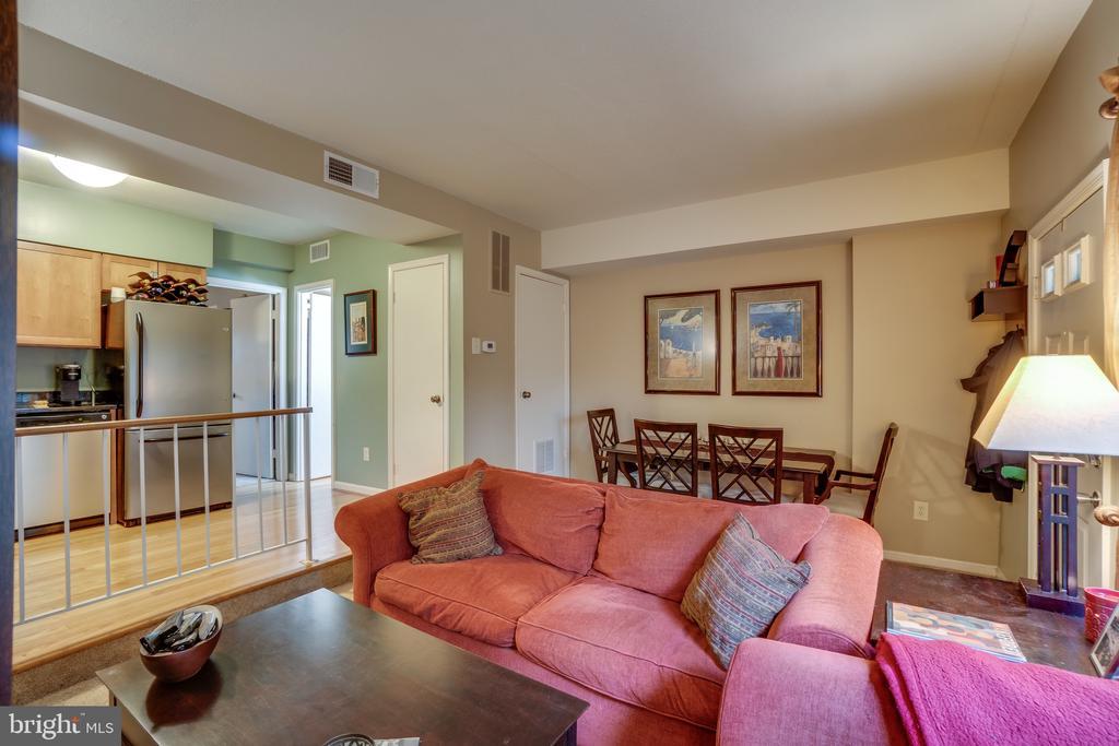 Living room - 86 N BEDFORD ST #86A, ARLINGTON