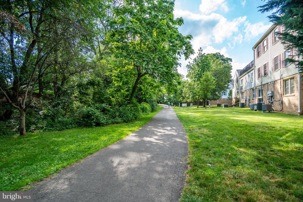 walk to bike/jogging trail - 86 N BEDFORD ST #86A, ARLINGTON