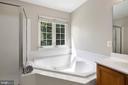 Corner soaking tub - 6908 SUSQUEHANNA RD, GAINESVILLE