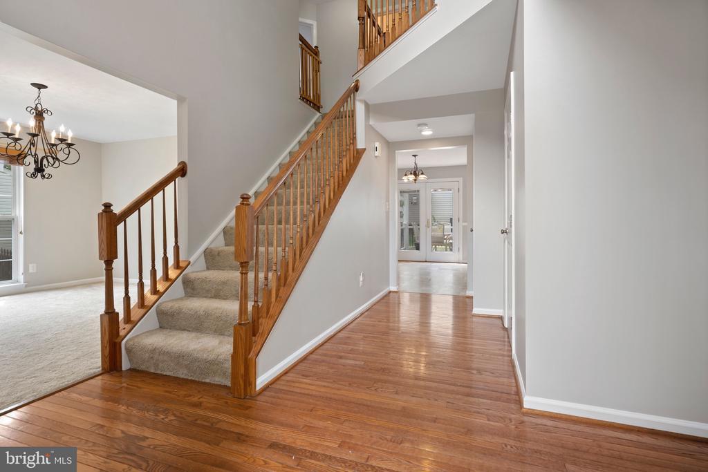 Hardwood foyer. - 6908 SUSQUEHANNA RD, GAINESVILLE