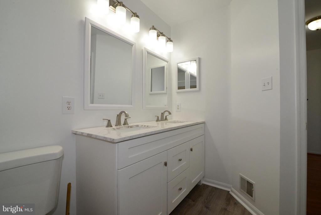 Basement full bathroom - 9306 KEVIN CT, MANASSAS PARK