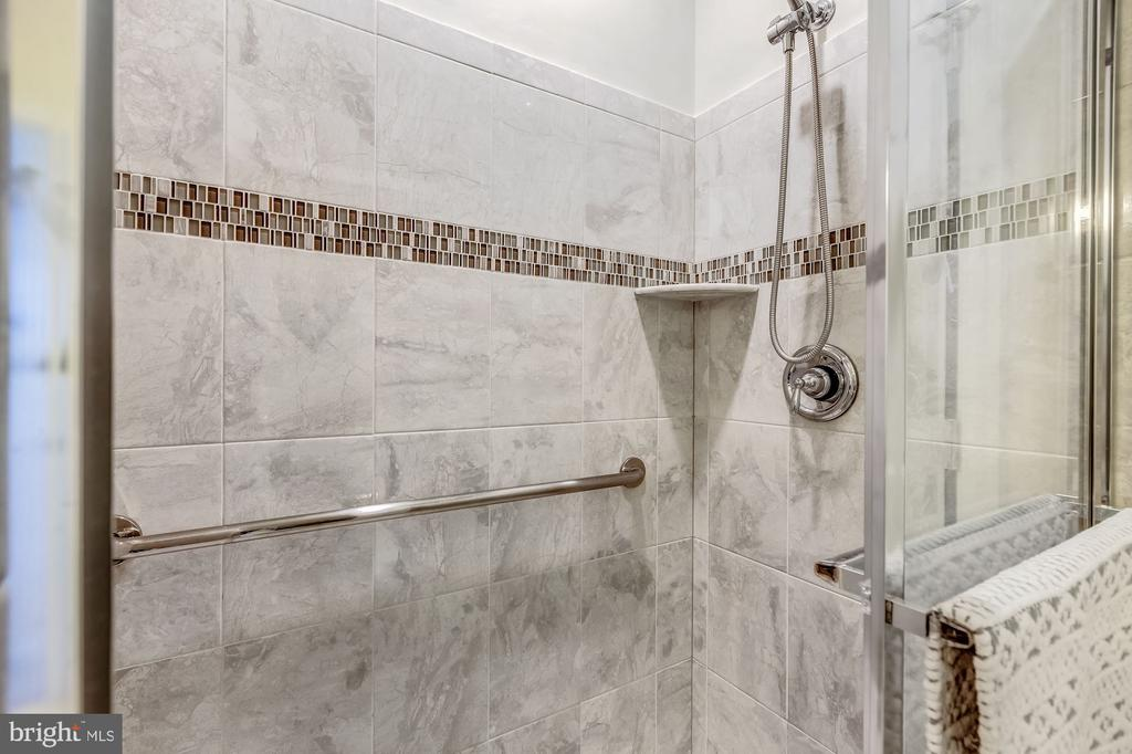Owners bath with lovely tile details - 20660 HOPE SPRING TER #407, ASHBURN