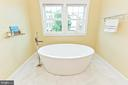 Free-standing tub in master bath - 3000 12TH ST S, ARLINGTON