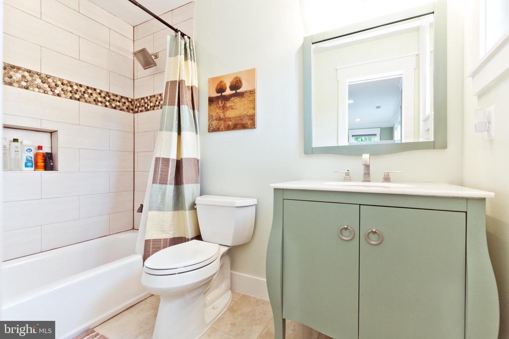 2nd master bathroom - 3000 12TH ST S, ARLINGTON