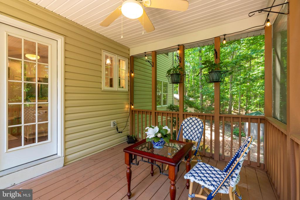 Great for Parties or Summer Dining - 29 DERRICK LN, STAFFORD