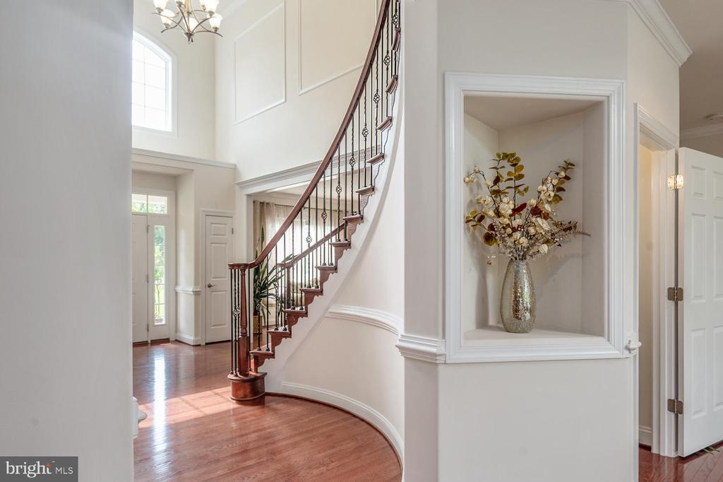 Grand Foyer - 4950 CAMP GEARY LN, STAFFORD