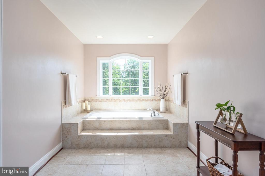 Luxury Master Bath - 4950 CAMP GEARY LN, STAFFORD