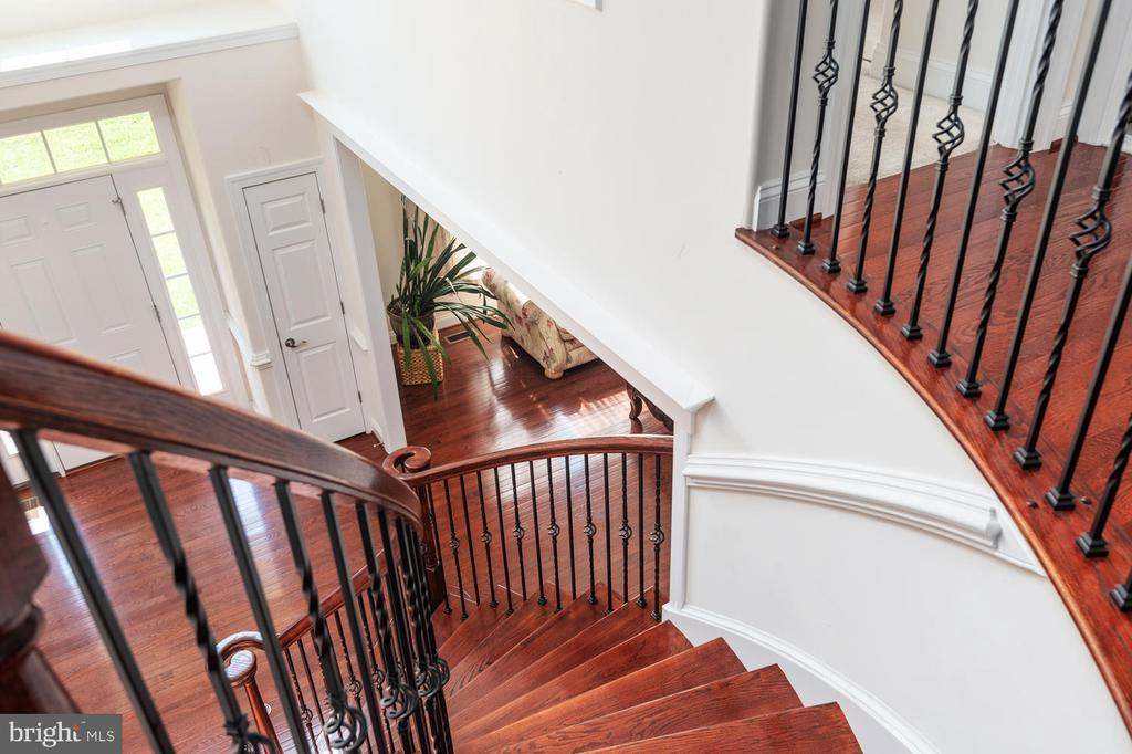 Wrought Iron Staircase - 4950 CAMP GEARY LN, STAFFORD