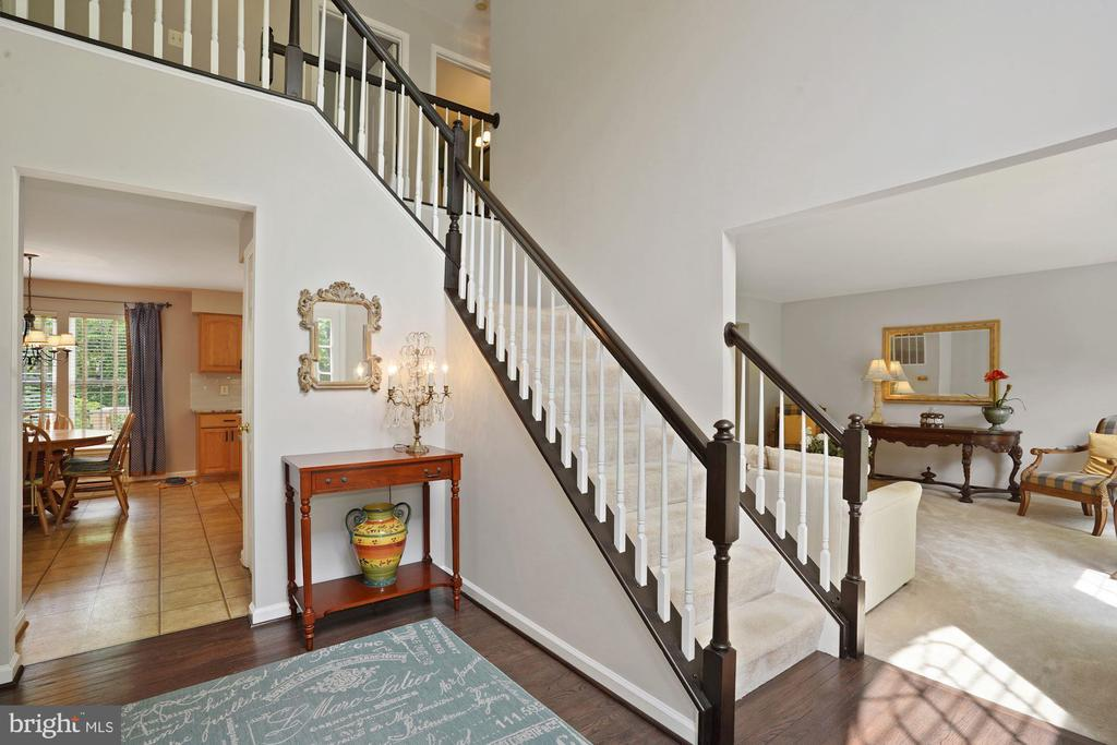 Elegant staircase - 20311 BROAD RUN DR, STERLING