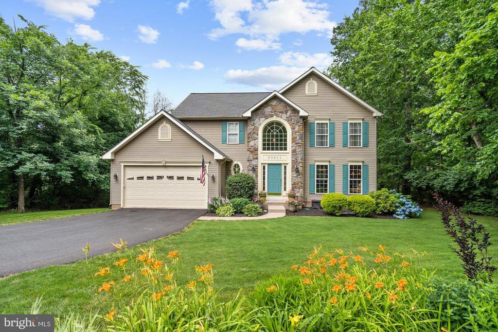 Beautiful modern home, large (.85 ac) private lot! - 20311 BROAD RUN DR, STERLING