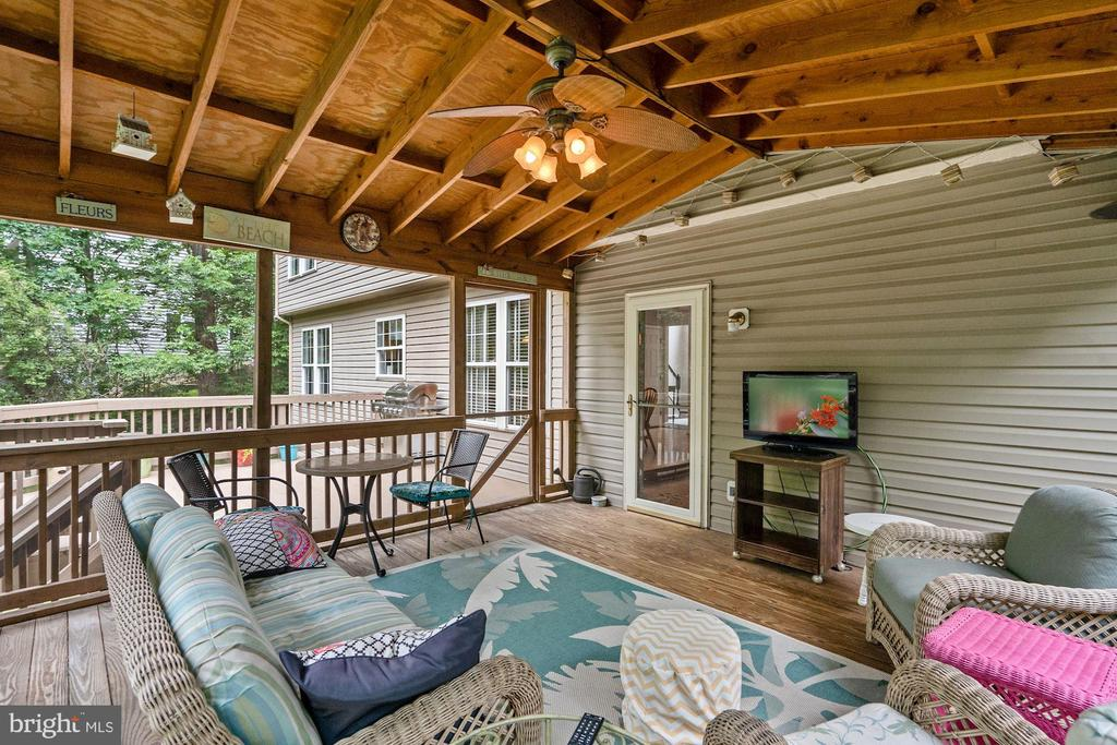 You may live out hear and just listen to nature - 20311 BROAD RUN DR, STERLING
