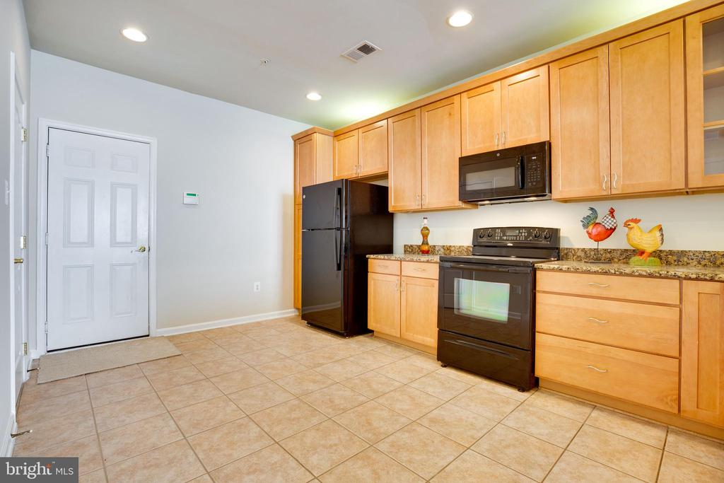 Convenient to bring in Groceries from Garage - 22755 SETTLERS TRAIL TER, BRAMBLETON