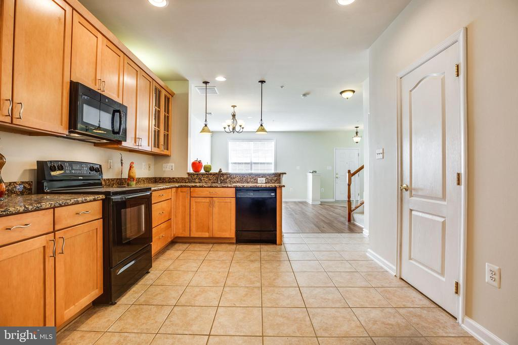Copious Amounts of Counter Space - 22755 SETTLERS TRAIL TER, BRAMBLETON