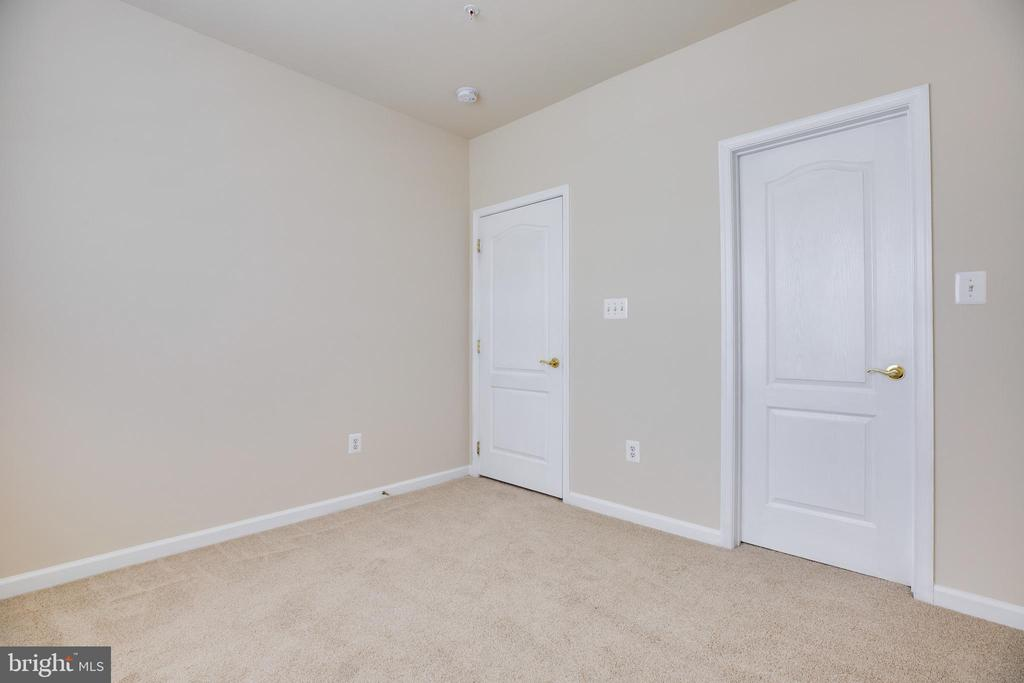 Large Bedroom2 with Walk-In Closet - 22755 SETTLERS TRAIL TER, BRAMBLETON