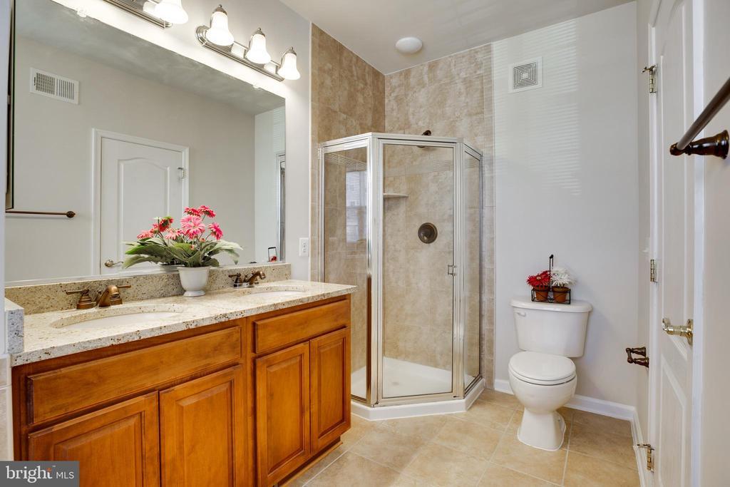 Separate Shower Stall & 2 Sinks - 22755 SETTLERS TRAIL TER, BRAMBLETON