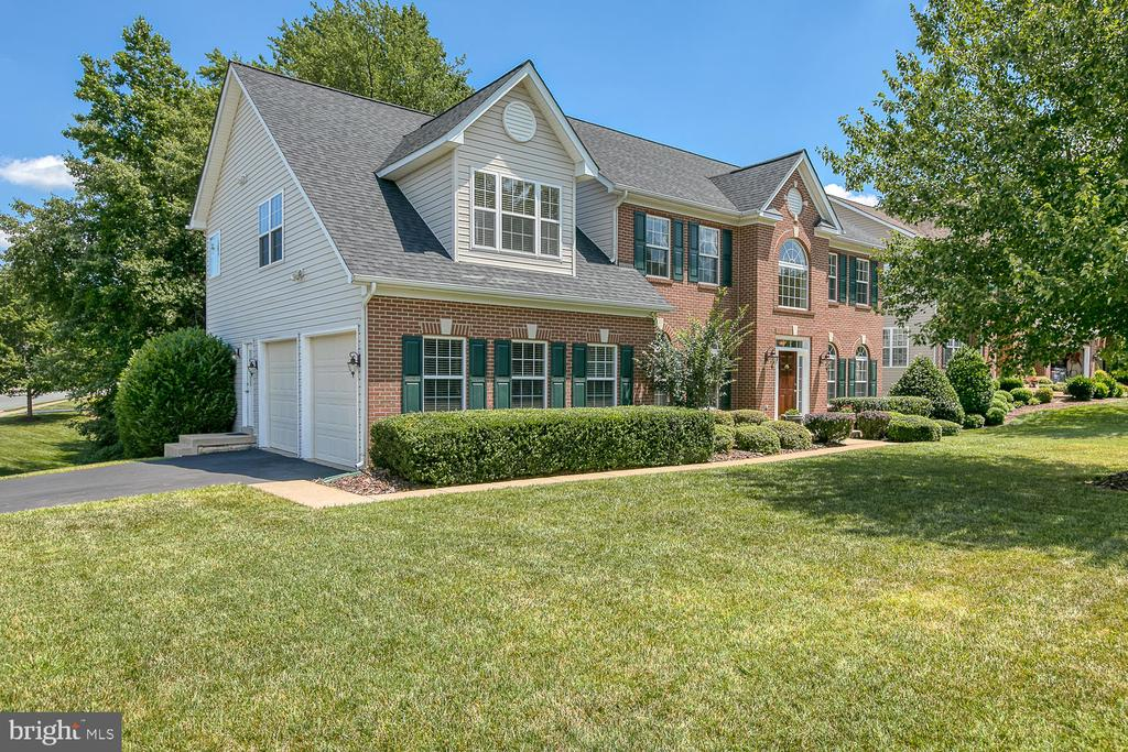 Stately Colonial with Side Load Garage - 6 MOUNT ARARAT LN, STAFFORD
