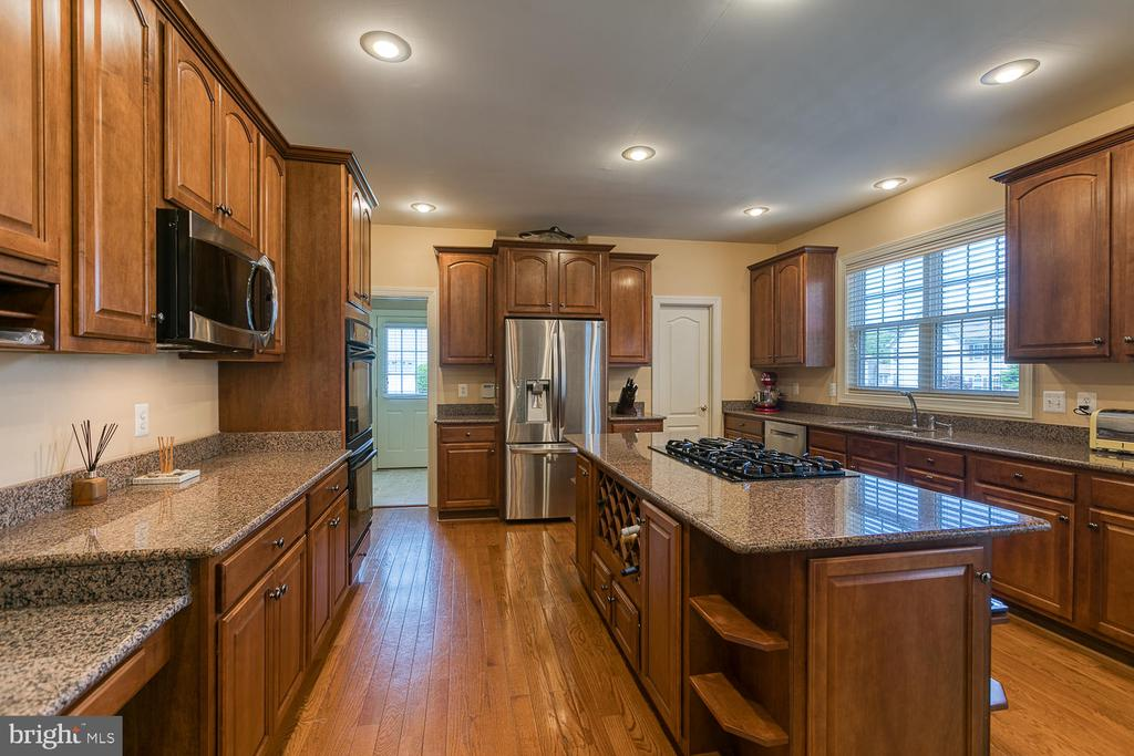 Gourmet Kitchen Built to Entertain - 6 MOUNT ARARAT LN, STAFFORD