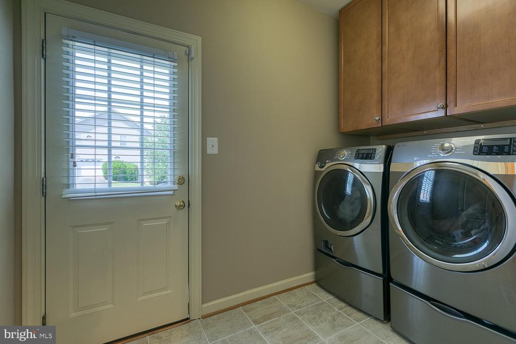 Laundry/Mud Room w/ Exterior Door - 6 MOUNT ARARAT LN, STAFFORD