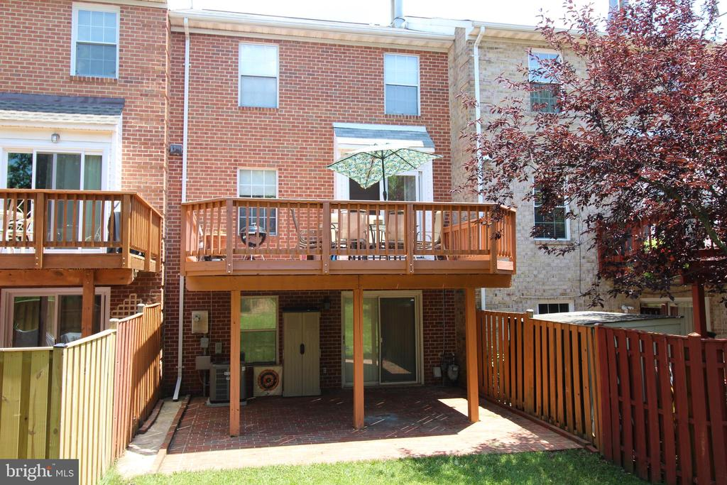 Back of the house - 21121 FIRESIDE CT, STERLING