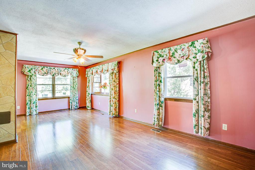 Beautiful floors in Living and Dining rooms - 24 WAYNE ST, FREDERICKSBURG