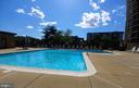 Ahhh, relax by the pool on your day off. - 200 N PICKETT ST #907, ALEXANDRIA