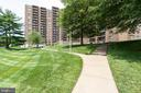 Meticulously maintained grounds - 200 N PICKETT ST #907, ALEXANDRIA