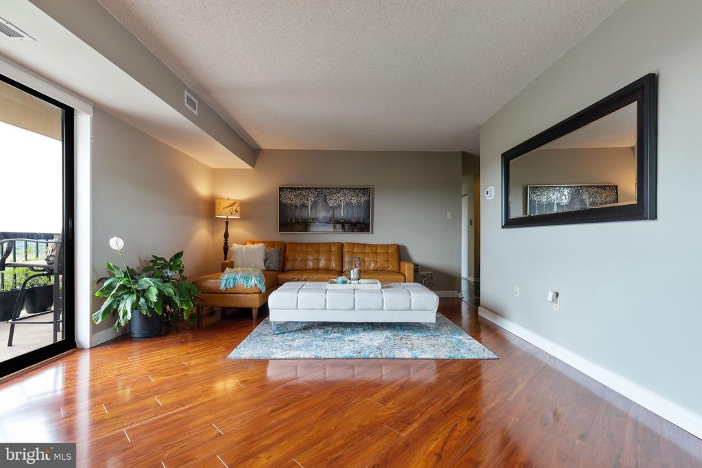 New flooring adds warmth and elegance - 200 N PICKETT ST #907, ALEXANDRIA