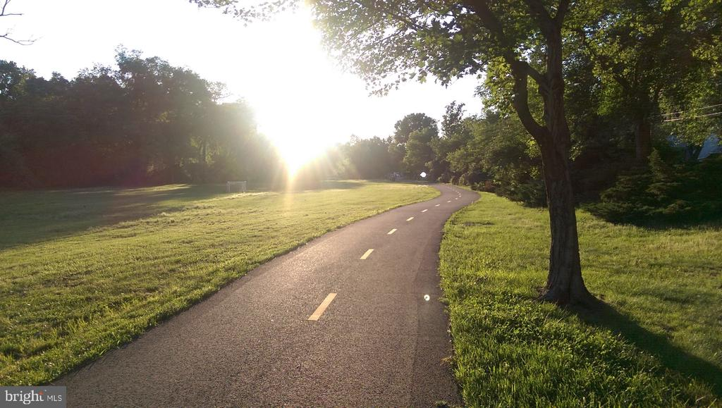 De-compress on this gorgeous nature trail - 200 N PICKETT ST #907, ALEXANDRIA