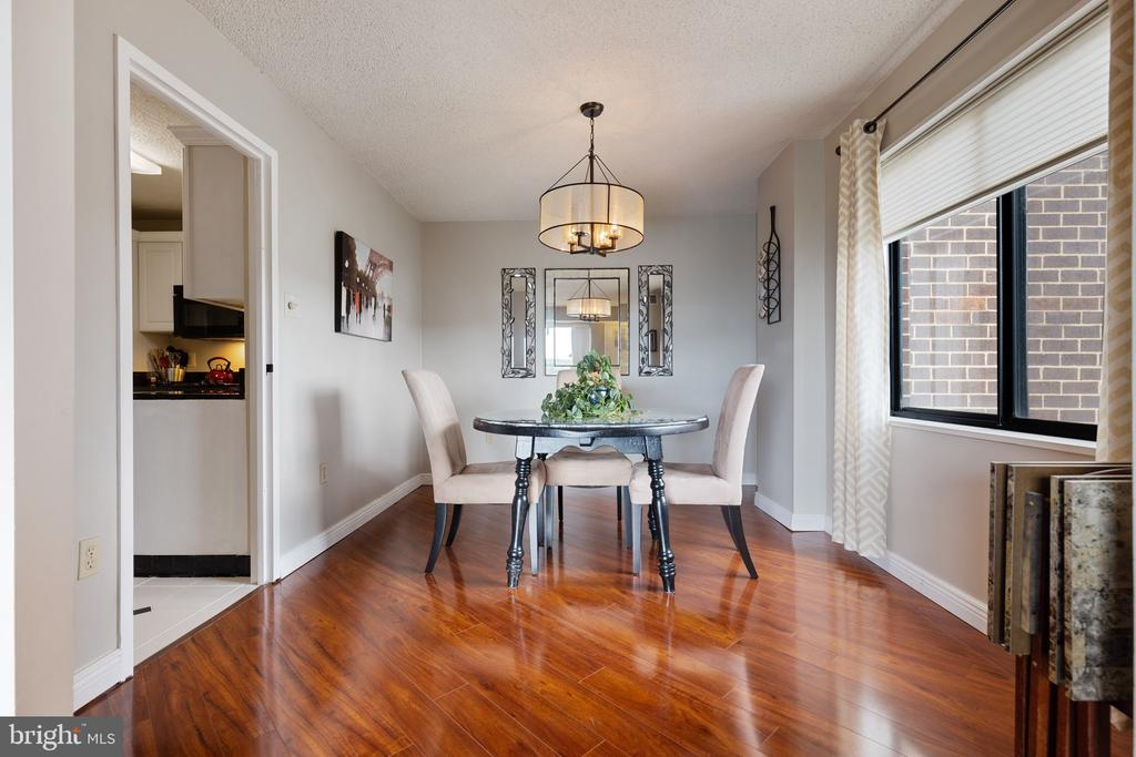 Dining room off living area - 200 N PICKETT ST #907, ALEXANDRIA
