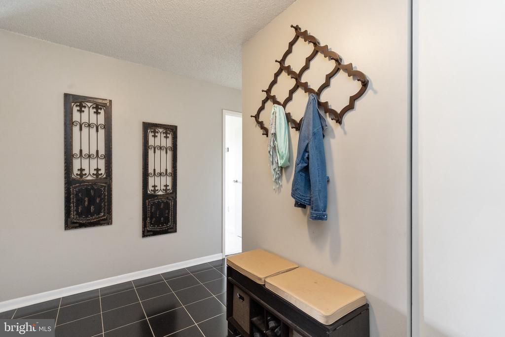 Tile floor is easy to clean - 200 N PICKETT ST #907, ALEXANDRIA