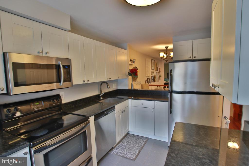 Kitchen with beautiful modern white cabinets!! - 11276 SILENTWOOD LN, RESTON
