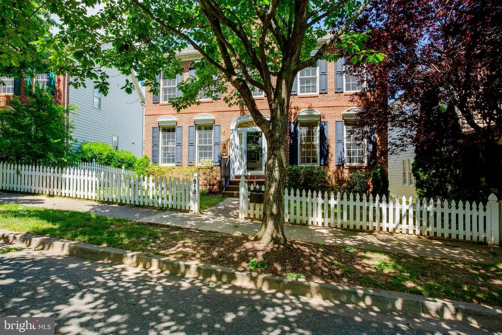 Amazing Location - 618 LINSLADE ST, GAITHERSBURG