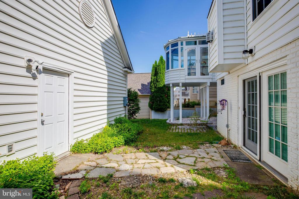 Outdoor Living - 618 LINSLADE ST, GAITHERSBURG