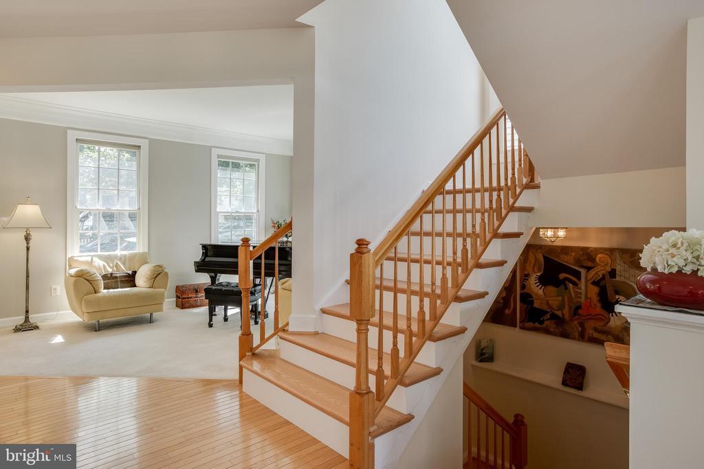 New Hardwood Stairs - 618 LINSLADE ST, GAITHERSBURG