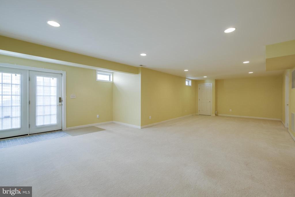 Recreation Room - 618 LINSLADE ST, GAITHERSBURG