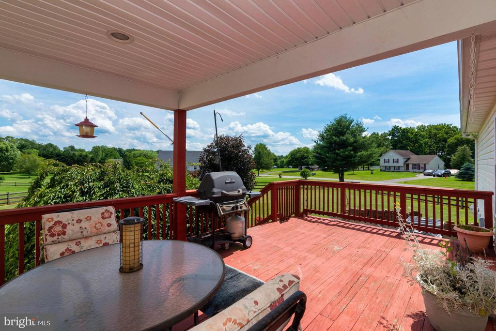 COVERED PORCH - 390 NANSFIELD DR, HARPERS FERRY