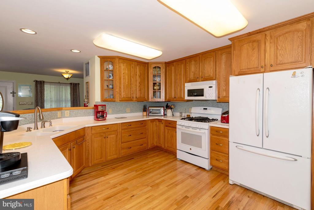 KITCHEN - 390 NANSFIELD DR, HARPERS FERRY