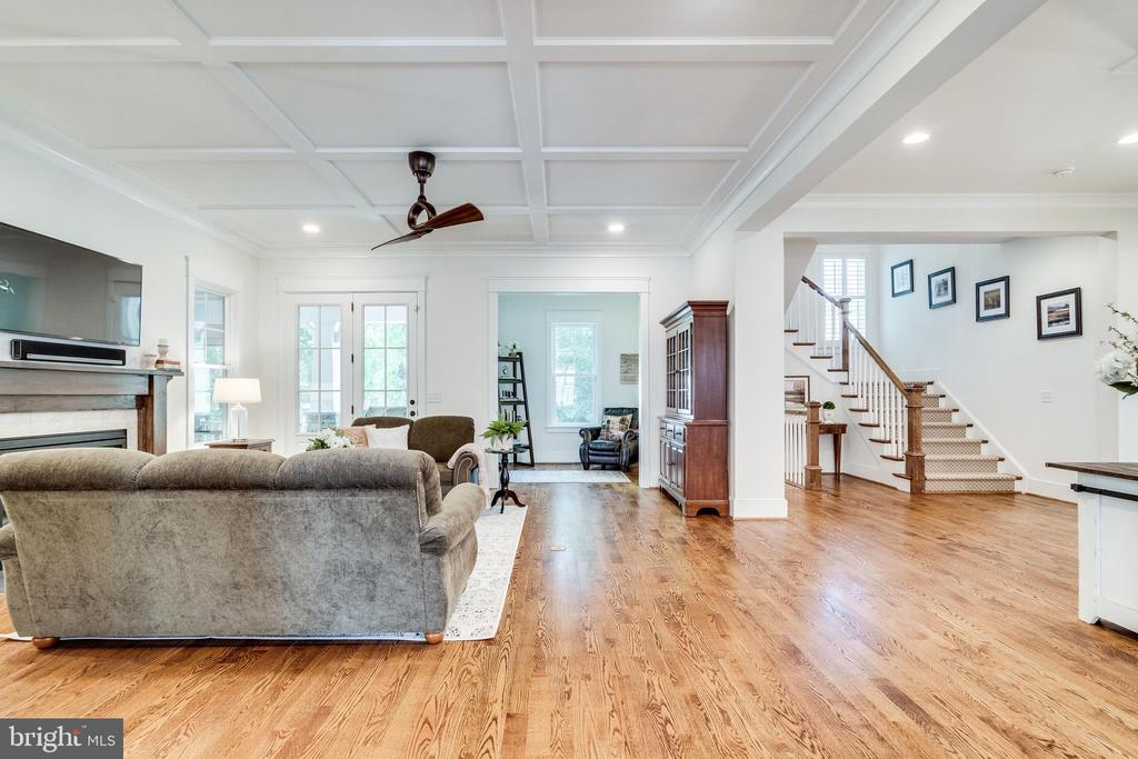 Great Room w/ lovely hardwoods - 8720 PLYMOUTH RD, ALEXANDRIA
