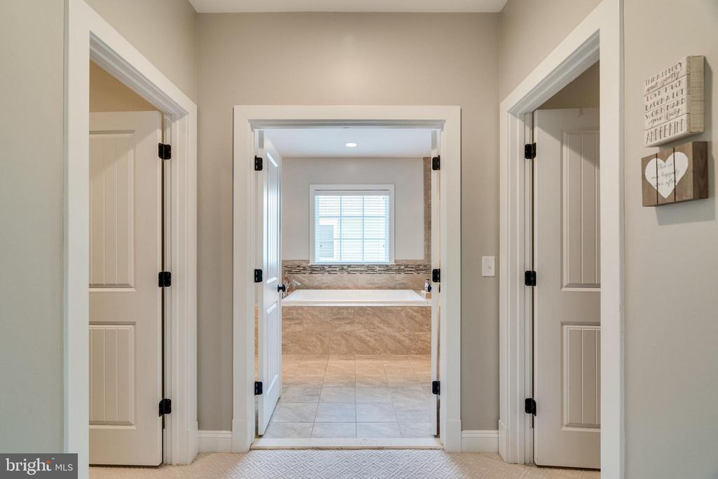Walk in closest to the left & right & master bath - 8720 PLYMOUTH RD, ALEXANDRIA