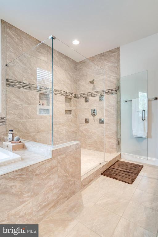 Master bath - 8720 PLYMOUTH RD, ALEXANDRIA