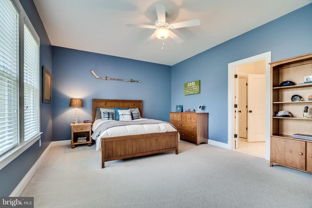 Bedroom #3 on upper level - 8720 PLYMOUTH RD, ALEXANDRIA