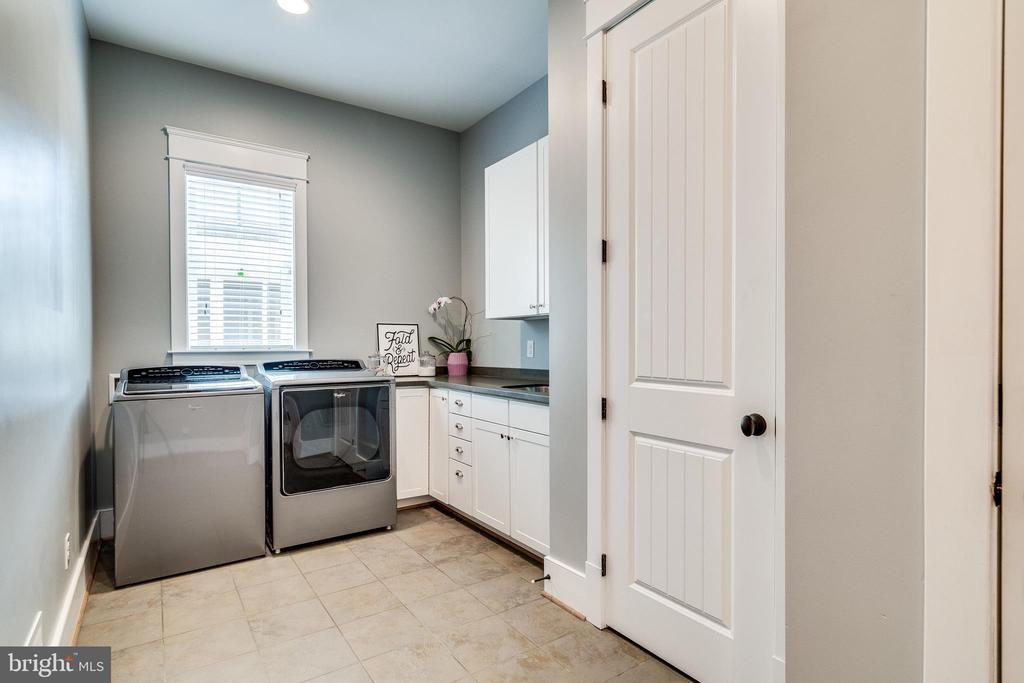 Laundry room - 8720 PLYMOUTH RD, ALEXANDRIA
