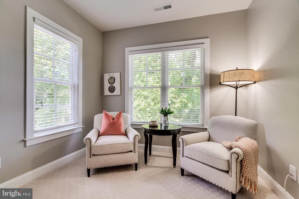 Sitting area off master bedroom - 8720 PLYMOUTH RD, ALEXANDRIA