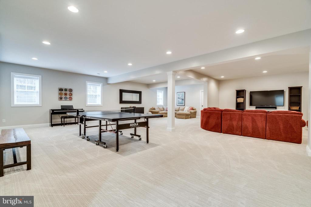 Expansive basement w/ wall to wall carpeting - 8720 PLYMOUTH RD, ALEXANDRIA