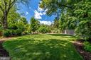 Meticulously maintained yard - 8720 PLYMOUTH RD, ALEXANDRIA