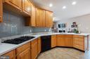 Gorgeous Quartz Counters w/ Glass Tile Backsplash - 42919 SHELBOURNE SQ, CHANTILLY