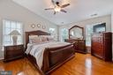 Master Bedroom w/ Hardwood and Vaulted Ceiling - 42919 SHELBOURNE SQ, CHANTILLY