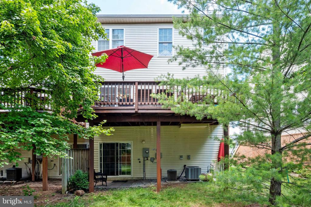 Private Deck Perfect for Relaxing & Entertaining - 42919 SHELBOURNE SQ, CHANTILLY