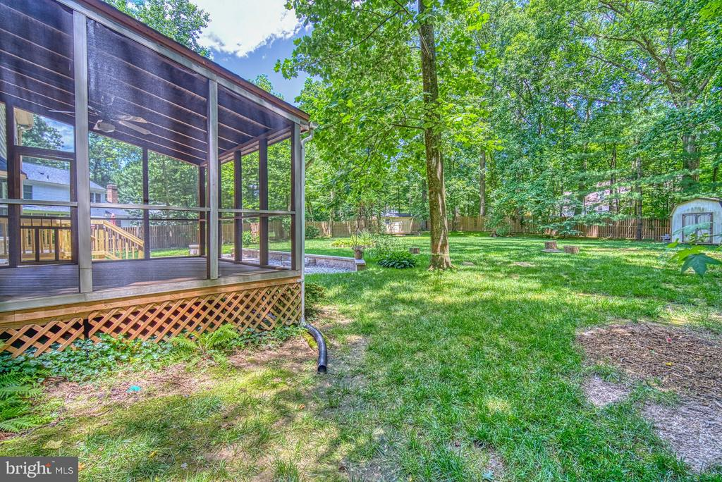 Private wooded, fenced yard - 12302 CANNONBALL RD, FAIRFAX