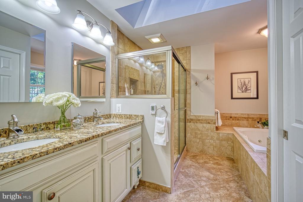 Luxury owner's bath: radiated heated floors - 12302 CANNONBALL RD, FAIRFAX